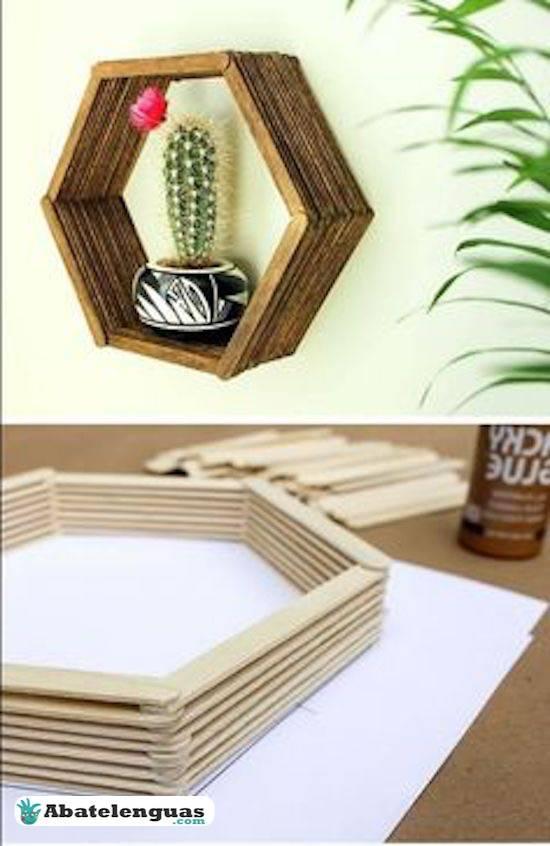 estanterías con maderas